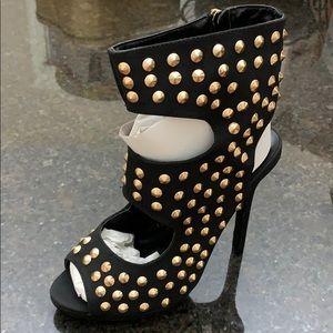 New. Women's 7.5 black heels / Gold studs. Liliana